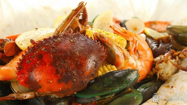 CrabInTheBag-Seafood-boil-dish