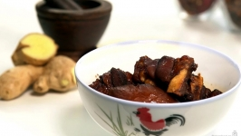 Black Vinegar Pig Trotter with Radish 猪脚醋和白萝卜