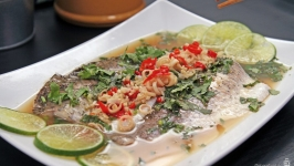 Healthy Thai Style Steamed Barramundi 泰式蒸鲈鱼