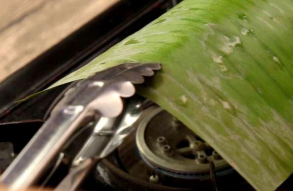 Grilling of the otak leaves