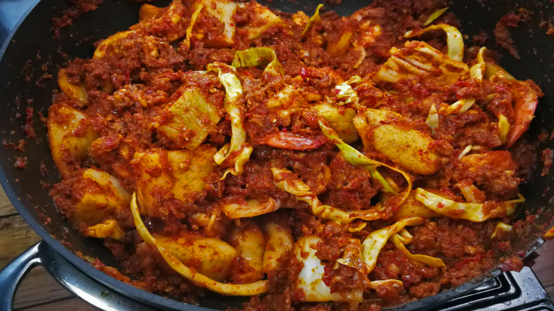 Lontong Goreng in a wok