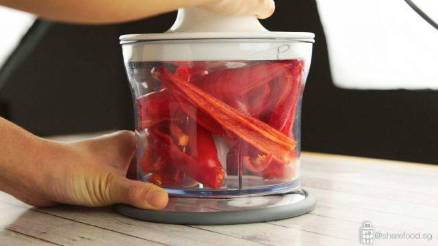 slice chilli in Kenwood triblade blender before image