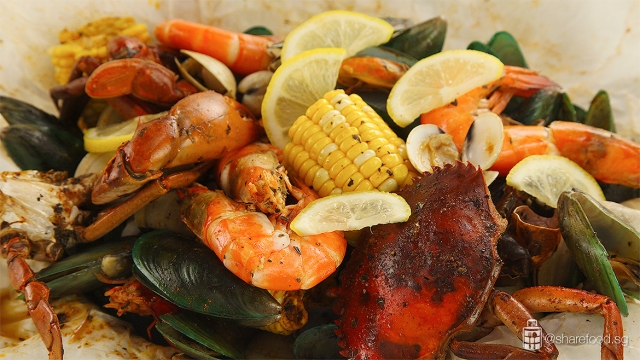 CrabInTheBag-Seafood-boil-platter