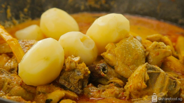 Nonya-Chicken-Curry-close-up-adding-potatoes