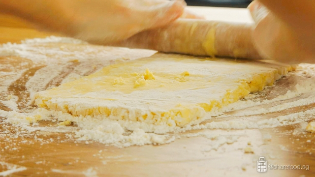 TomYumChickenPie-folding-puff-pastry-process