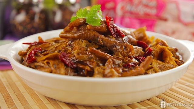 Braised Chicken Feet with Beancurd skin - close up