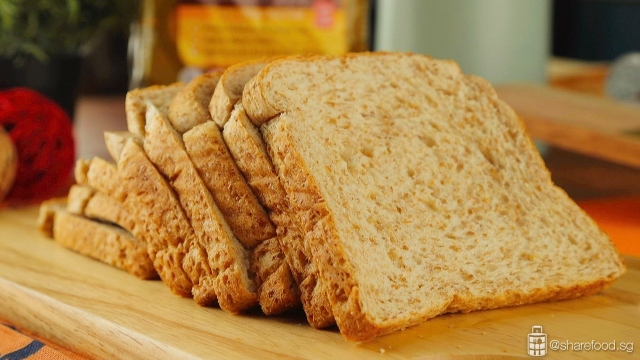 Sunshine Australian Oats Soft Grain wholemeal bread close up