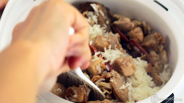 Claypot Fragrant Yam rice with Chicken cooking process in the Mayer Rice Cooker