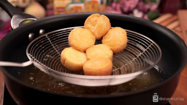 Fry the beancurd