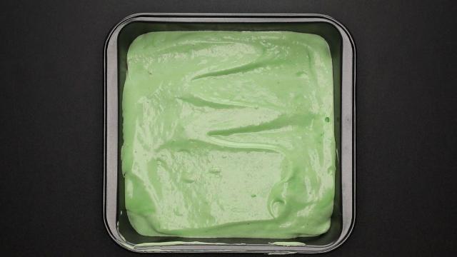 sponge cake recipe green mixture in pan