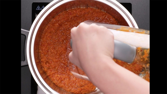 blend the spice paste and pour into the pot