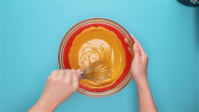 combine egg yolks and sugar and whisk well