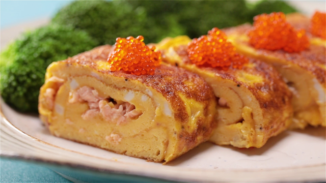 Egg Roll with Salmon and Cheese