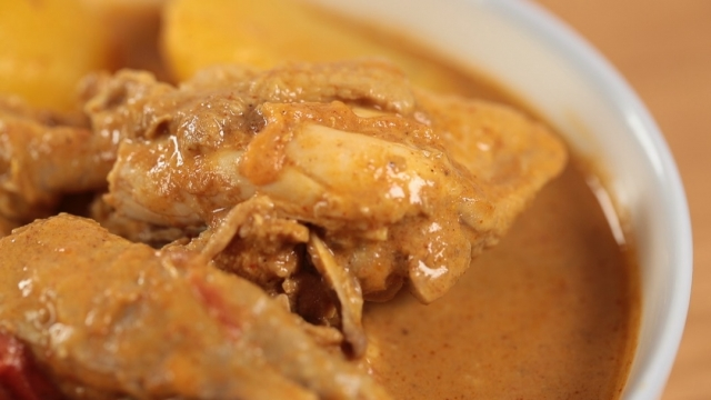 Delicious curry chicken great with rice or noodles!
