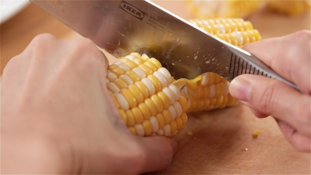 Cutting corn with the heel of a knife