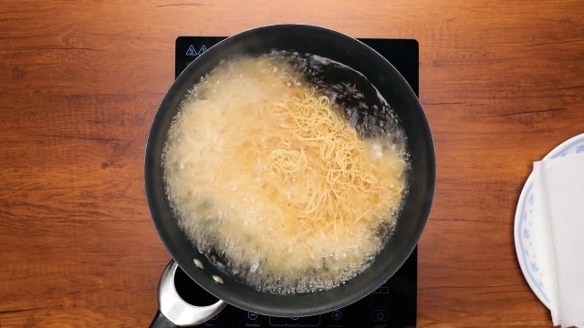 Deep frying noodles in a pan