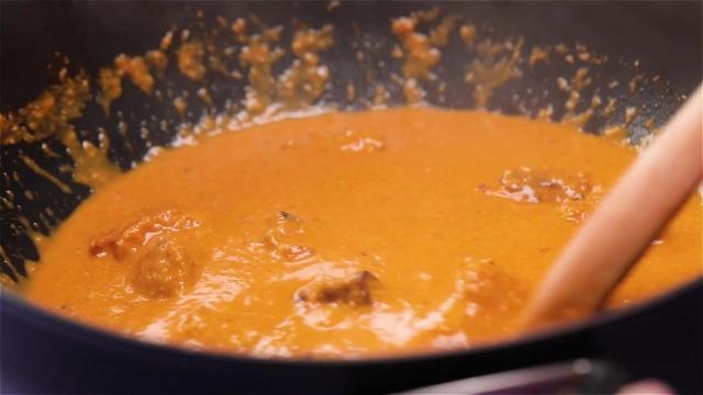 Cooking butter masala chicken