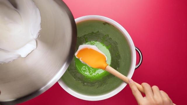 Adding meringue to pandan egg yolk mixture