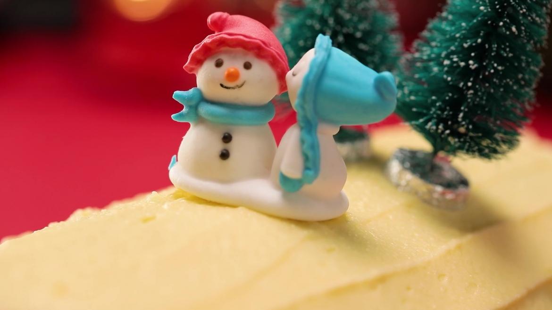 Christmas cake decor on chendol log cake
