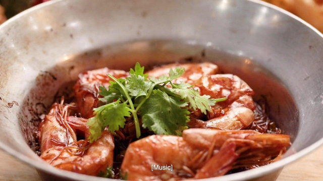 Tangy claypot tanghoon with fresh prawns