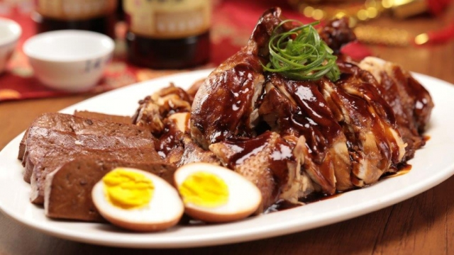 Soy Sauce Chicken (豉油鸡 Si yau kai)