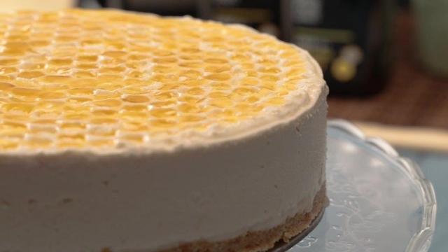 Manuka Lemon Honey Cheesecake