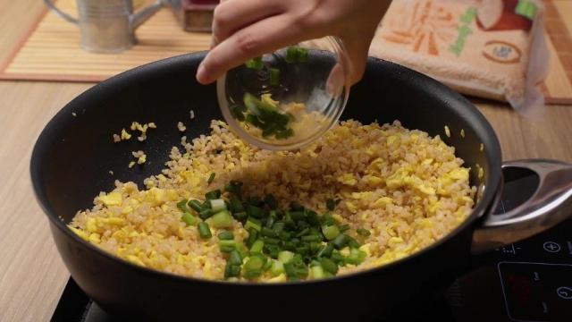 Adding spring onion to egg fried rice - Copy