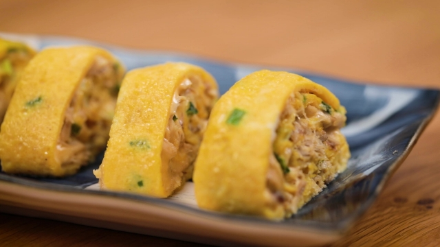 cheesy Saba fish tamagoyaki made with canned mackerel