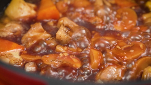 boiling braised chicken and mushrooms stew