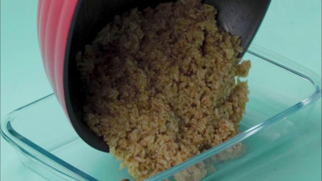Transfer fried laksa rice in casserole
