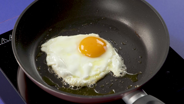 Frying sunny side up egg in frying pan