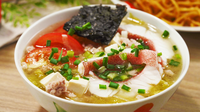 Sliced fish soup with tomato, seaweed, and tofu recipe